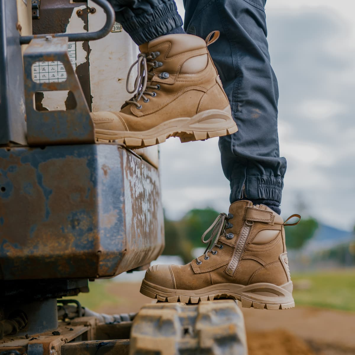 Blundstone 984 work boot on a construction site